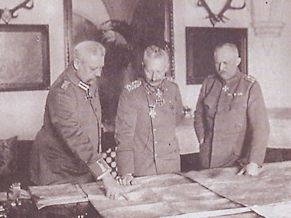 Hindenburg, Guillaume II et Ludendorff planifient les dernières offensives allemandes