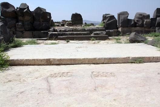 Le temple de la ville hittite d'Ain-Dara, en Syrie, avec les pieds de la divinité (Syrie) (photo : G. Grégor)