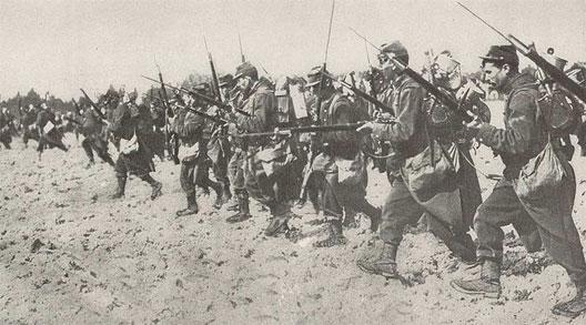 Charge à la baïonnette des fantassins français (septembre 1914)
