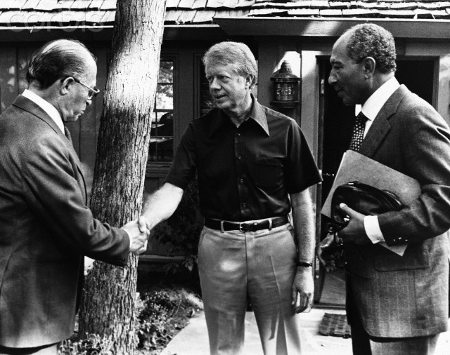 Menahem Begin, Jimmy Carter et Anouar el-Sadate � Camp David en 1979