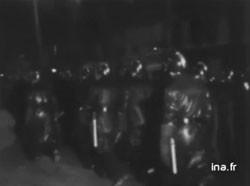 Métro Charonne, 8 février 1962, INA (Institut National de l'Audiovisuel)