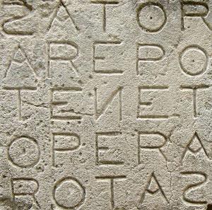 Palindrome Sator, pierre gravée à Oppède, Vaucluse