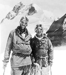 Edmund Hillary et son accompagnateur népalais, le Sherpa Tenzing Norgay, devant l'Everest
