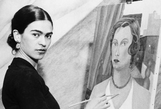 Frida Kahlo dans son atelier, 1931 (DR)