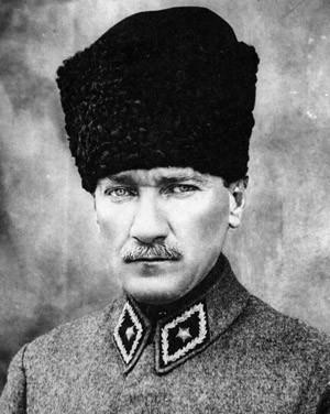 Moustafa Kémal (ou Mustafa Kemal ou Kémal Ataturk) (Thessalonique 1881-Istanbul 1938)