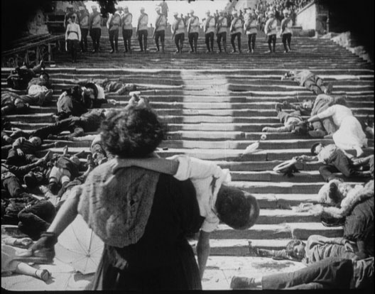Scène du film Le cuirassé Potemkine (Serguei Eisenstein, 1925), sur l'escalier Richelieu d'Odessa, qui mène du port à la ville