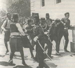 arrestation mouvementée d'un suspect (Gavrilo Princip ?) à Sarajevo, après l'assassinat de l'archiduc François-Ferdinand