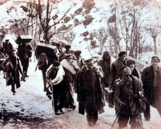 Réfugiés espagnols dans les cols pyrénéens en février 1939 (DR)