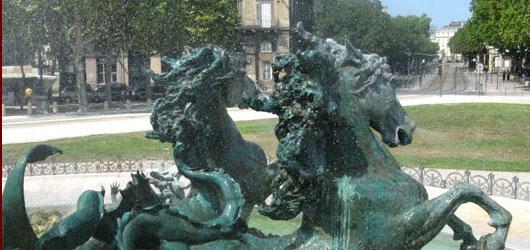 Bordeaux fut sous la monarchie le principal port français.<br /><br />Des intendants en firent au XVIIIe siècle la plus belle ville du royaume...<br /><br />En savoir plus: <br />cliquez sur l'image