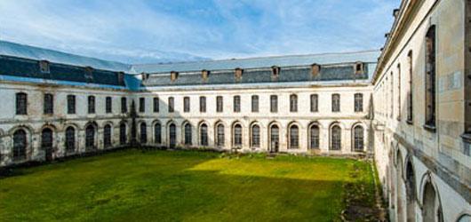 Clairvaux, un monastère au cœur de la chrétienté médiévale.<br /><br />Aujourd'hui une centrale pénitentiaire menacée...<br /><br />cliquez sur l'image