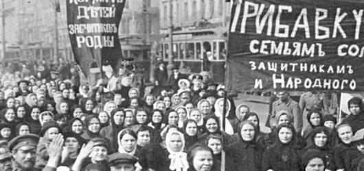 8 mars 1917 :  à Petrograd, une manifestation de femmes débouche sur un soulèvement populaire. Le tsar est renversé et la démocratie s'installe en Russie…<br /><br />En savoir plus : <br />cliquez sur l'image