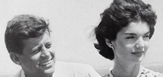 Le 22 novembre 1963, John F.Kennedy était victime d'un tueur.<br /> <br />Voici l'histoire de ce président américain jeune et séduisant qui continue d'exciter les passions...<br /><br />Pour en savoir plus: <br />cliquez sur l'image