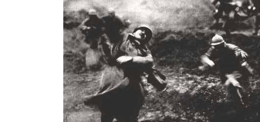 21 février 1916 - 15 décembre 1916. Aucune bataille, aucune tragédie n'a autant marqué la mémoire des Français que la bataille de Verdun! Presque tous les «poilus» y participèrent. Près de 400000 morts, blessés ou disparus.<br /><br />En savoir plus : <br />cliquez sur l'image