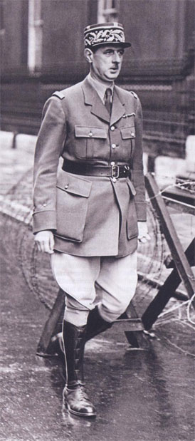 De Gaulle dans une rue de Londres en juin 1940.