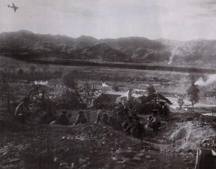 Le camp retranché de Dien Bien Phu se prépare au siège