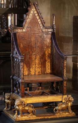 Plus Connu Sous Le Nom De King Edwards Chair La Chaise Du Roi Douard Trne Labbatiale Est Utilis Depuis 1308 Pour Couronnement Des