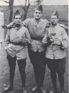 François Mitterrand (à gauche) et son ami Georges Dayan (à droite), prisonniers en Allemagne