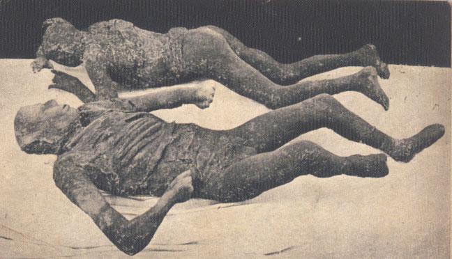 Moulages de plâtre, à Pompéi (début XXe siècle)