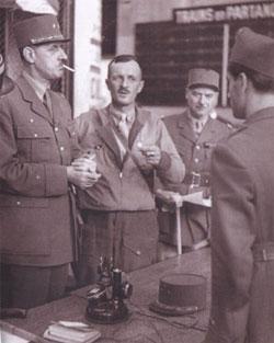 De Gaulle, Leclerc et Chaban-Delmas (de dos) à la gare Montparnasse, le 25 août 1944