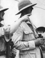 De Gaulle en route pour Dakar en septembre 1940, à gauche du major général Spears.
