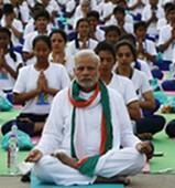 Le Premier ministre indien en prof de yoga durant la journée internationale du yoga à New Delhi.