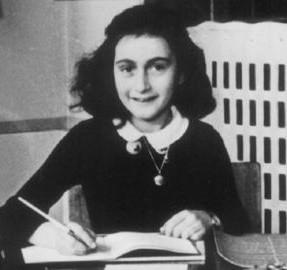 Anne Frank (12 juin 1929, Francfort-sur-le-Main en Allemagne ; février 1945, Bergen-Belsen)