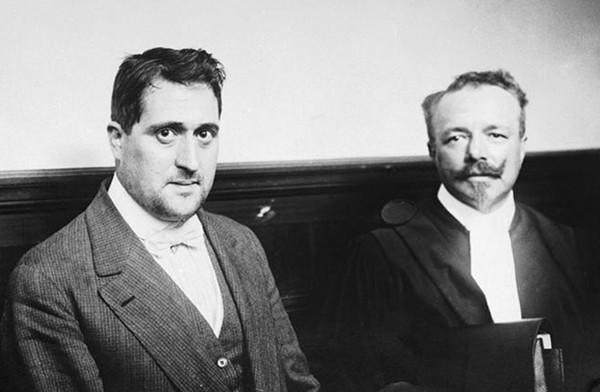 Guillaume Apollinaire et le juge d'instruction Drioux lors de l'affaire du vol de la Joconde, septembre 1911, Paris, musée national Picasso.