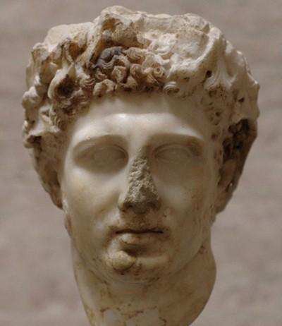 Tête d'une statue d'Hercule couronnée de feuilles de peuplier, Ier siècle ap. J.-C, Glyptothek, Munich.