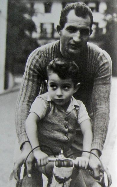 Le champion cycliste Juste parmi les Justes Gino Bartali (Ponte a Ema, Toscane, 18 juillet 1914 ; 5 mai 2000 ) et son fils Andrea