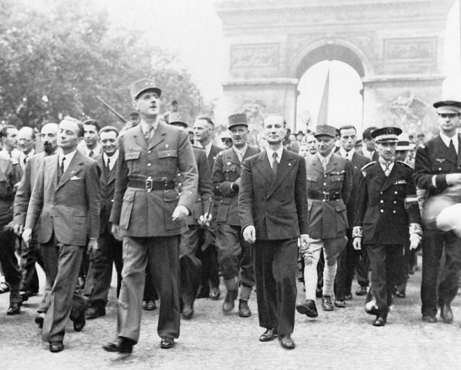 de Gaulle et Leclerc sur les Champs Elysées le 26 août 1944