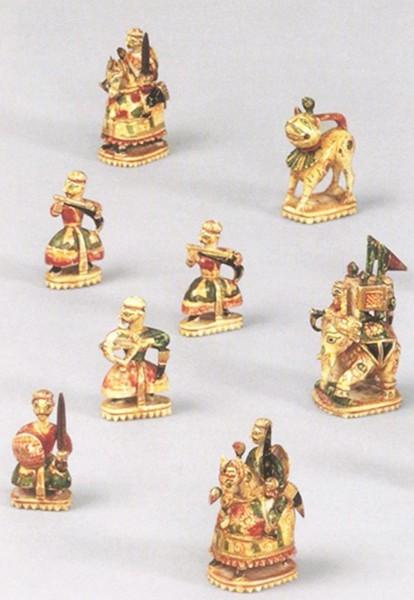 Ινδικά εικονιστικά κομμάτια σκακιού του 17ου αιώνα εξακολουθούν να χρησιμοποιούνται ακόμη.