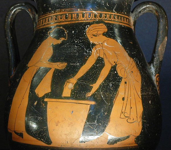Femmes lavant le linge, pélikè attique (vase proche de l'amphore) du Peintre de Pan, v. 470-460 av. J.-C., Musée du Louvre, Paris.