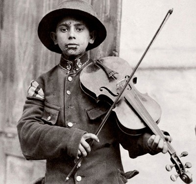 Belgrade, Christmas Fiddles, Lewis Hine, 1918, Rochester, George Eastman House Museum.