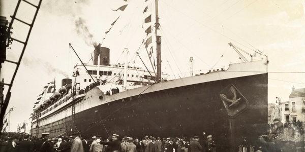 Départ du paquebot Ile-de-France du port de Saint-Nazaire, le 29 mai 1927. Collection SNTP-Écomusée. Fonds Chantiers de L'Atlantique, DR.