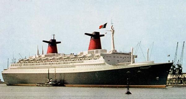 France, commandé par la Compagnie Générale Transatlantique en juillet 1956 auprès des chantiers de l'Atlantique à Saint-Nazaire, prend la mer le 11 mai 1960. Sa marraine est l'épouse du Général de Gaulle. Galerie de Gérard Né, DR.