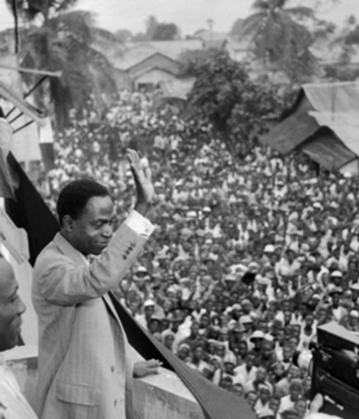 Félix Houphouet-Boigny célébrant l'indépendance de la Côte d'Ivoire