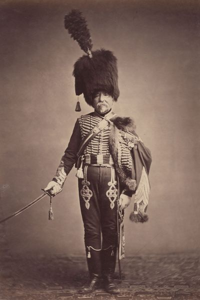 Ancien soldat de Napoléon photographié en 1858 dans l'uniforme de hussard qu'il portait à Waterloo (source : Université Brown, Rhode Island, EU)