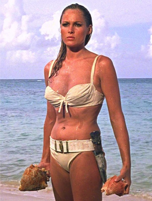 L'actrice Ursula Andress dans James Bond contre Dr No (1962). En agrandissement : Ursula Andress et Sean Connery.