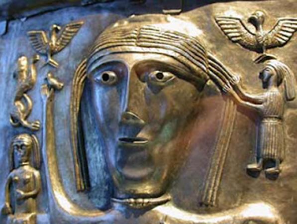 Lug représnté sur le chaudron de Günderstrup, Copenhague, musée national du Danemark.