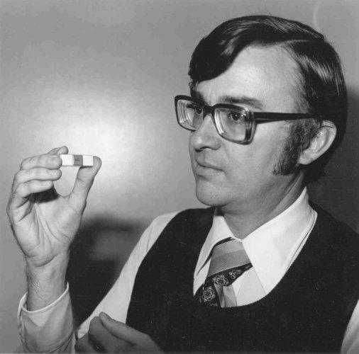Marcian Ted Hoff (28 octobre 1937, Rochester ; ...)