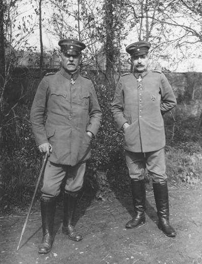 Von Hutier (à gauche) et le général von Sauberzweig, National Archives and Records Administration (NARA), Washington, États-Unis.