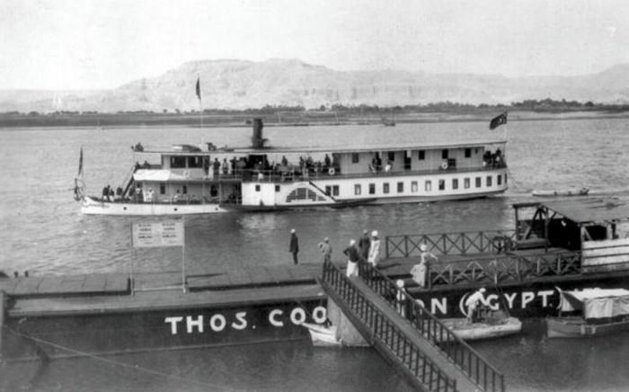 L'embarcadère de l'agence Thomas Cook devant le Winter Palace.