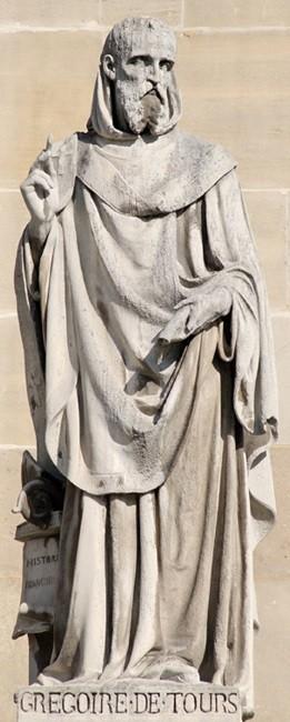 Grégoire de Tours, statue réalisée par Jean Marcellin avant 1853, cour Napoléon, Paris, musée du Louvre