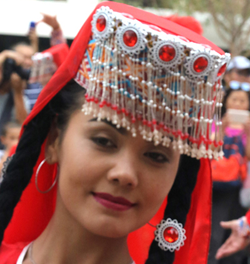 Danseuse folklorique ouïghoure