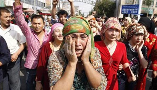 Les Ouighours se soulèvent à Urumqi le 17 juillet 2009, Joshua Kurlantzick, The National, DR.