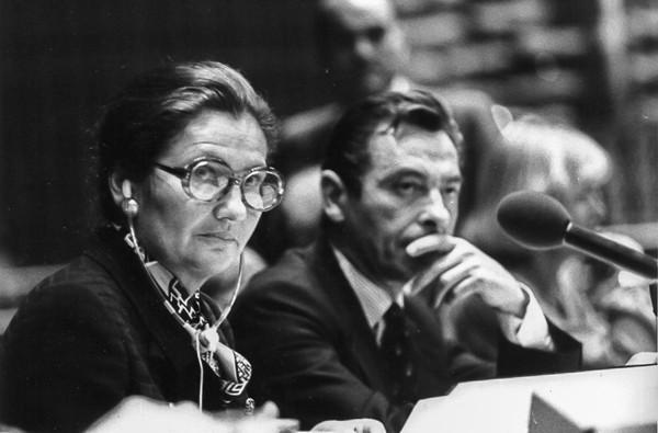 Simone Veil préside une séance du Parlement à Strasbourg le 12 octobre 1979, photographie Claude Truong-Ngoc.