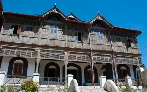 Vues extérieure et intérieure de la Maison Rimbaud, musée consacré au poète, Harar.