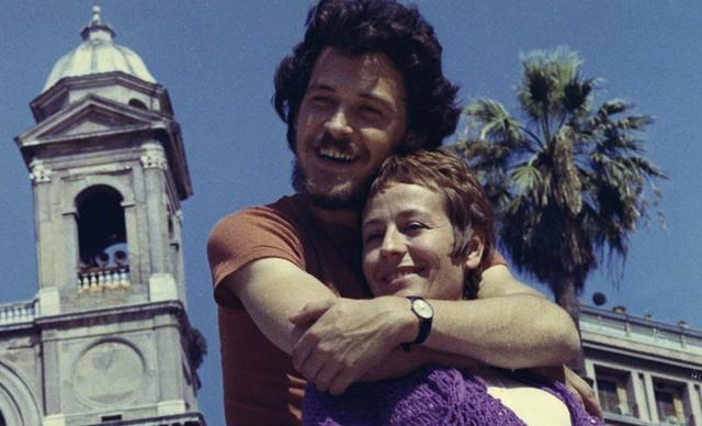 Annie Girardot et Bruno Pradal, retranscrivent à l'écran l'histoire de Gabrielle Russier et Christian Rossi dans le film d'André Cayatte, Mourir d'aimer (1971). En agrandissement : L'amour interdit, « Ici-Paris  » du 8-14 juillet 1969. ICI PARIS