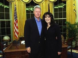Bill Clinton et Monica Lewinsky dans le bureau ovale en 1997.