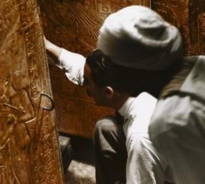 Carter découvre le tombeau du pharaon Toutankhamon